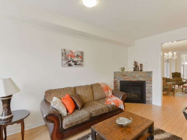 Semi-detached at 5578 Bonnie St, Mississauga, Ontario. Image 15