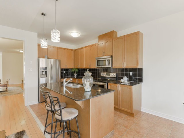 Semi-detached at 5578 Bonnie St, Mississauga, Ontario. Image 16