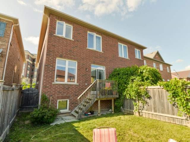 Semi-detached at 5578 Bonnie St, Mississauga, Ontario. Image 9