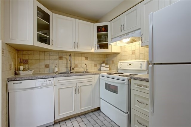 Condo Townhouse at 3510 South Millway, Unit 32, Mississauga, Ontario. Image 18