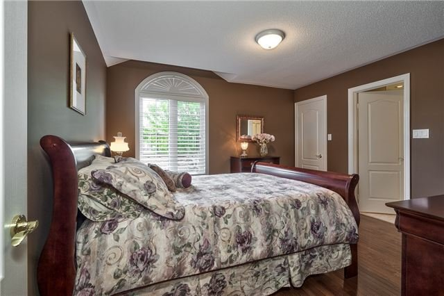 Detached at 161 Creek Path Ave, Oakville, Ontario. Image 8