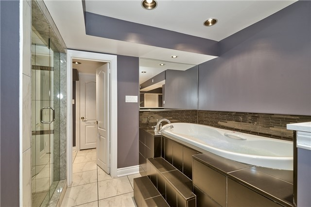 Detached at 161 Creek Path Ave, Oakville, Ontario. Image 10