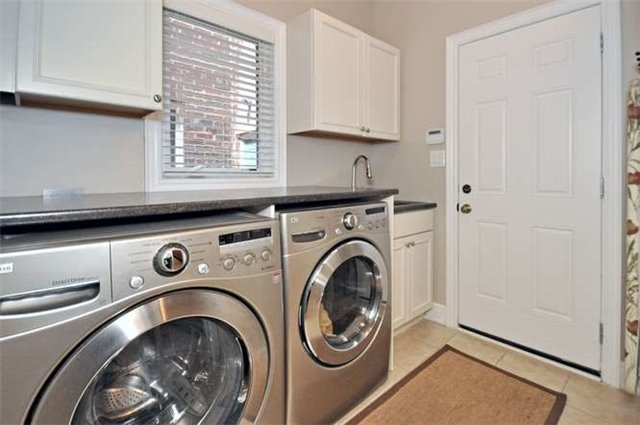 Townhouse at 976 Toscana Pl, Mississauga, Ontario. Image 16