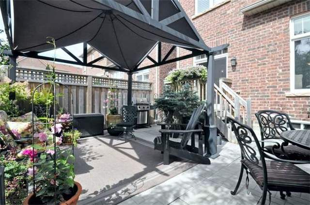 Townhouse at 976 Toscana Pl, Mississauga, Ontario. Image 2