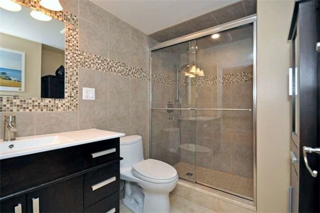 Townhouse at 976 Toscana Pl, Mississauga, Ontario. Image 8