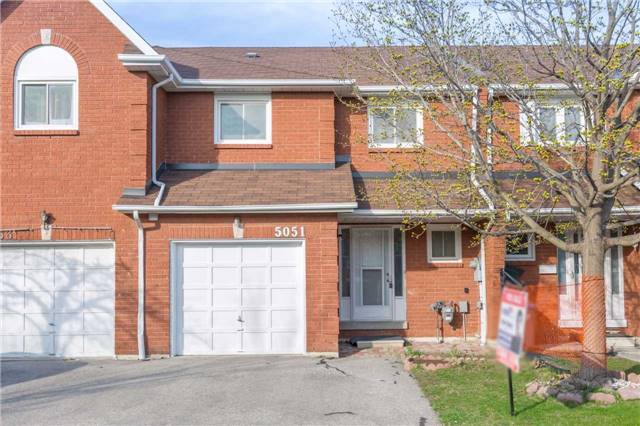 Townhouse at 5051 Willowood Dr, Mississauga, Ontario. Image 1