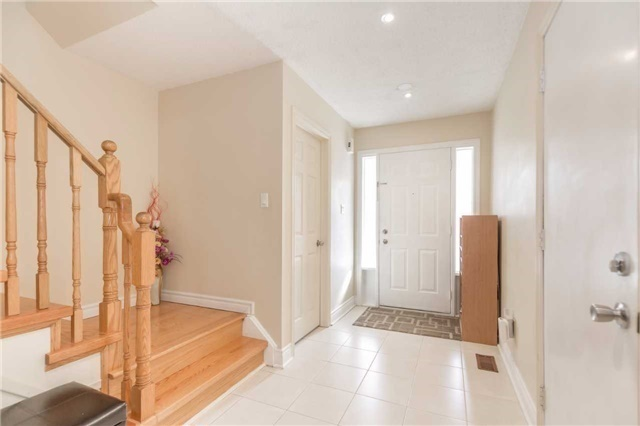 Townhouse at 5051 Willowood Dr, Mississauga, Ontario. Image 11