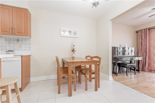 Townhouse at 5051 Willowood Dr, Mississauga, Ontario. Image 15