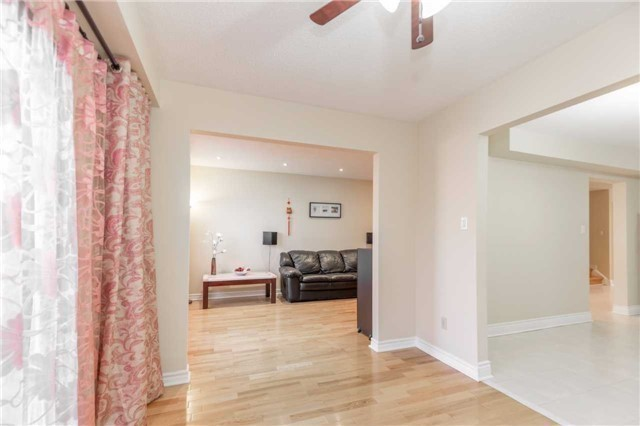 Townhouse at 5051 Willowood Dr, Mississauga, Ontario. Image 16