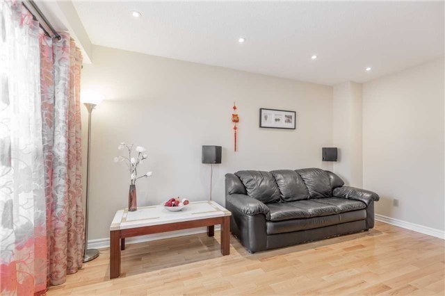 Townhouse at 5051 Willowood Dr, Mississauga, Ontario. Image 18