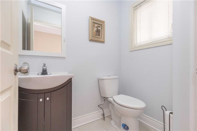 Townhouse at 5051 Willowood Dr, Mississauga, Ontario. Image 6