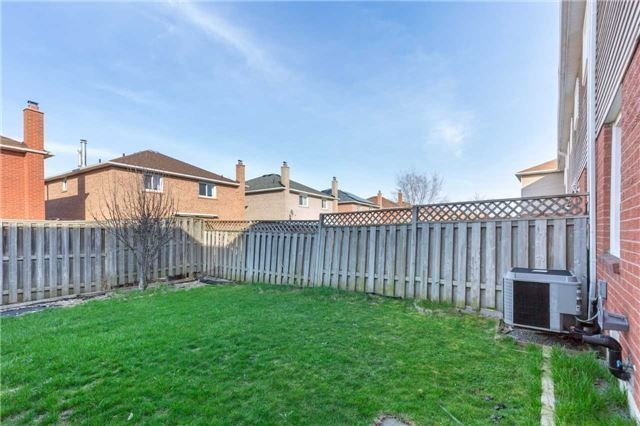 Townhouse at 5051 Willowood Dr, Mississauga, Ontario. Image 10