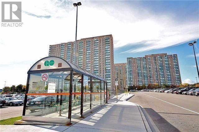 Condo Apartment at 135 Hillcrest Ave, Unit 212, Mississauga, Ontario. Image 6
