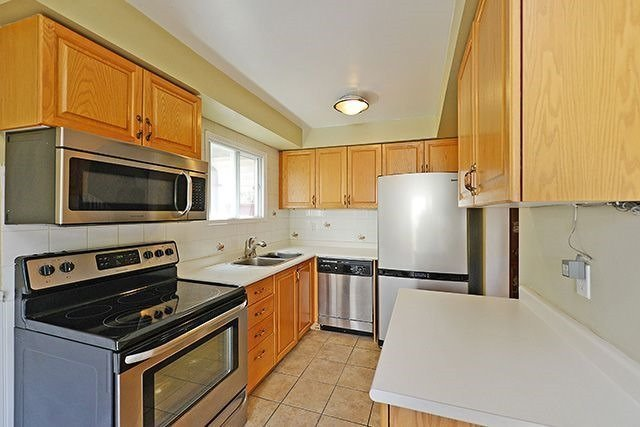 Townhouse at 3414 Nighthawk Tr, Mississauga, Ontario. Image 16