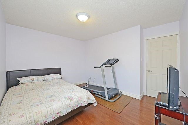 Townhouse at 3414 Nighthawk Tr, Mississauga, Ontario. Image 2