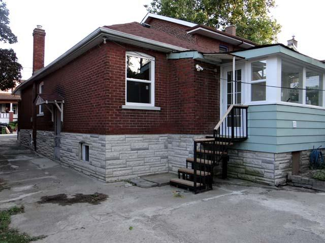 Detached at 30 Rutherford Ave, Toronto, Ontario. Image 8
