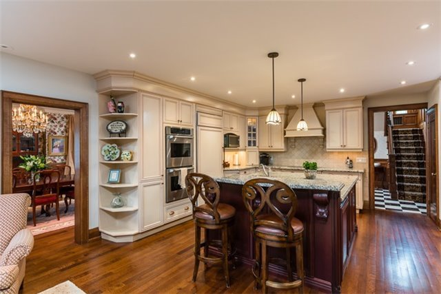 Detached at 9 The Kingsway, Toronto, Ontario. Image 19