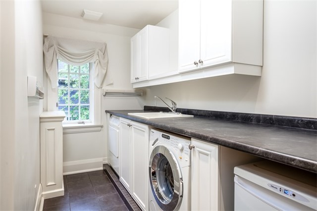 Detached at 9 The Kingsway, Toronto, Ontario. Image 11