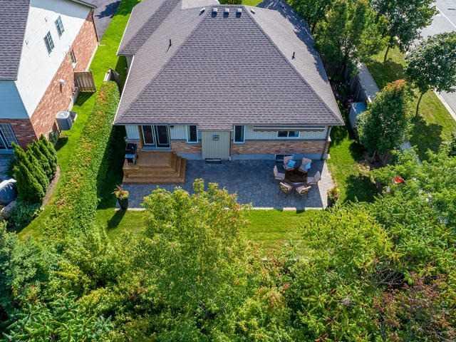 Detached at 1 Costigan Crt, Halton Hills, Ontario. Image 13