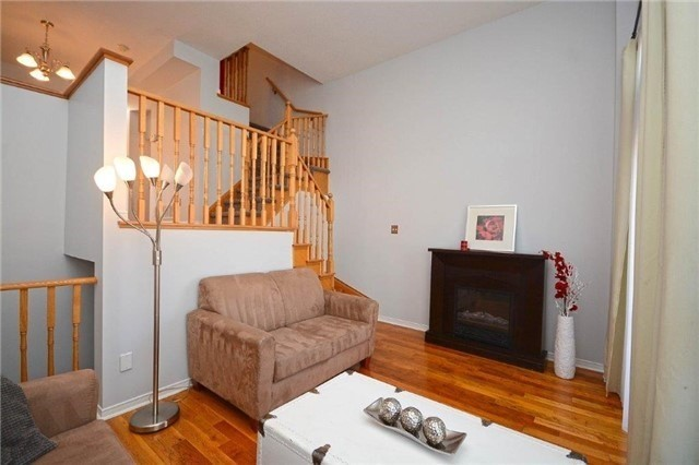 Condo Townhouse at 6060 Snowy Owl Cres, Unit 5, Mississauga, Ontario. Image 13