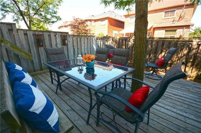 Condo Townhouse at 6060 Snowy Owl Cres, Unit 5, Mississauga, Ontario. Image 5