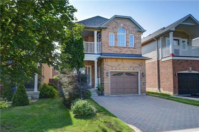 Detached at 1022 Waubanoka Way, Oakville, Ontario. Image 1