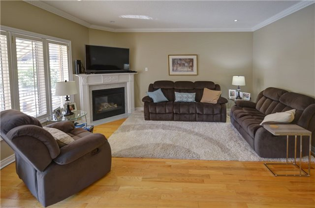 Detached at 1022 Waubanoka Way, Oakville, Ontario. Image 20