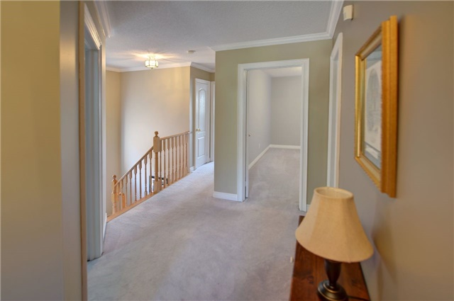 Detached at 1022 Waubanoka Way, Oakville, Ontario. Image 3