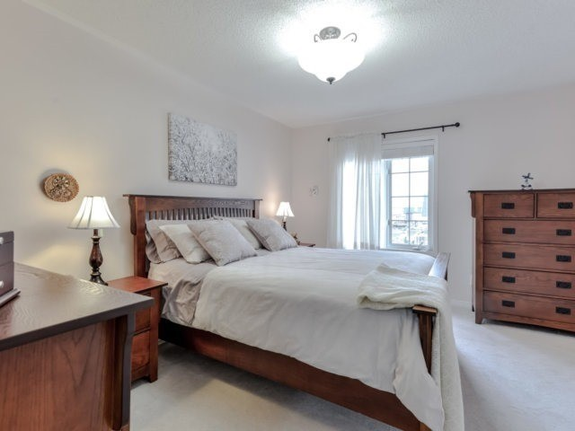 Townhouse at 2470 Adamvale Cres, Oakville, Ontario. Image 3