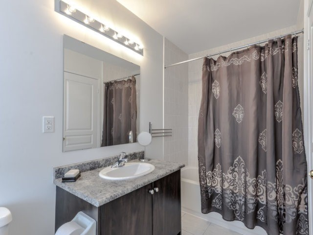Townhouse at 2470 Adamvale Cres, Oakville, Ontario. Image 4
