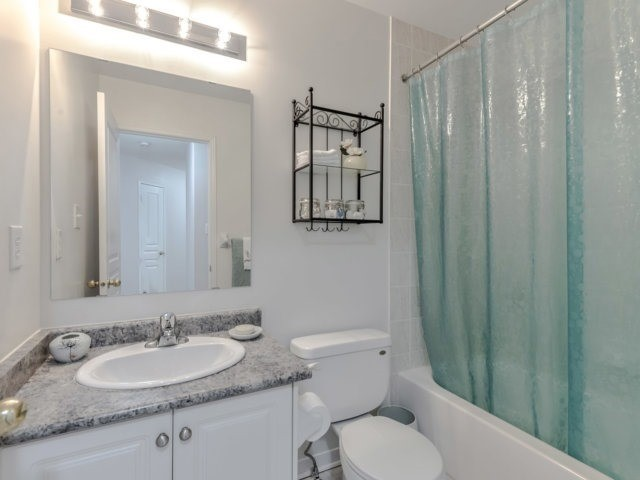 Townhouse at 2470 Adamvale Cres, Oakville, Ontario. Image 7