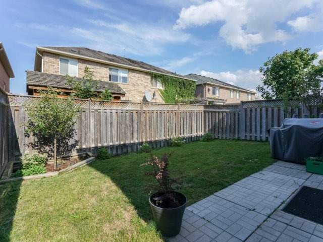 Semi-detached at 685 Thompson Rd S, Milton, Ontario. Image 11