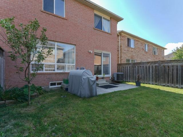Semi-detached at 685 Thompson Rd S, Milton, Ontario. Image 13