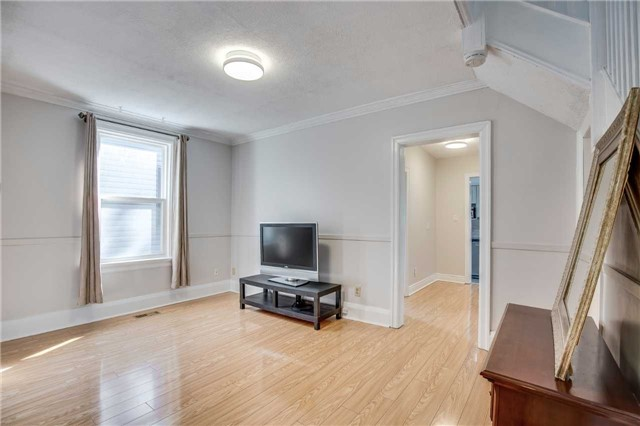 Detached at 33 Fairfield Ave, Toronto, Ontario. Image 12