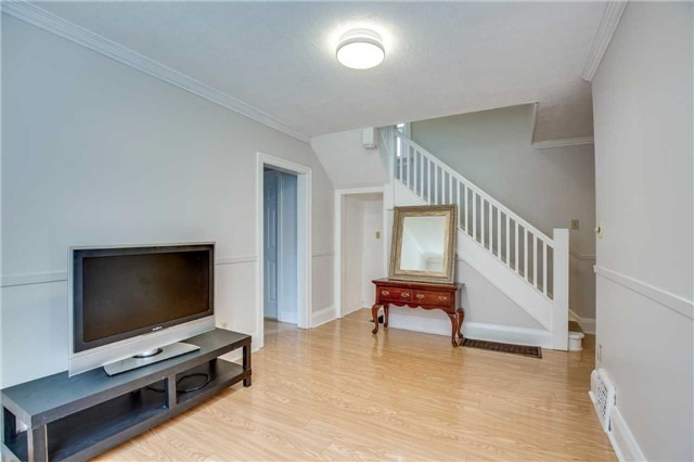 Detached at 33 Fairfield Ave, Toronto, Ontario. Image 13