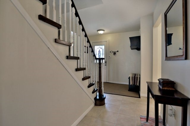 Detached at 3987 Renfrew Cres, Mississauga, Ontario. Image 12