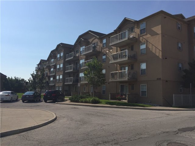 Condo Apartment at 1440 Bishops Gate W, Unit 212, Oakville, Ontario. Image 4