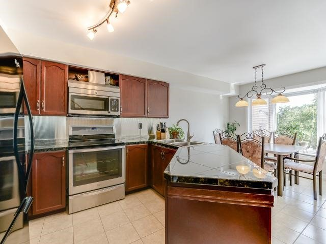 Condo Townhouse at 1206 Upper Village Dr, Mississauga, Ontario. Image 19