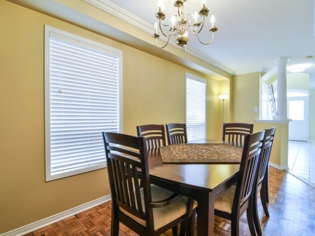 Link at 3355 Equestrian Cres, Mississauga, Ontario. Image 15