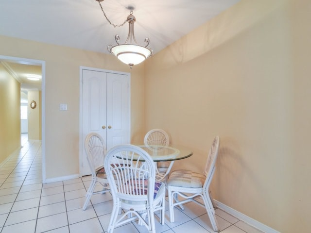 Link at 3355 Equestrian Cres, Mississauga, Ontario. Image 16