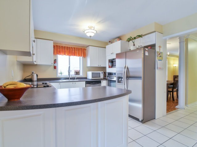 Link at 3355 Equestrian Cres, Mississauga, Ontario. Image 17