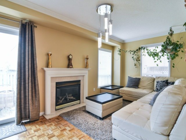 Link at 3355 Equestrian Cres, Mississauga, Ontario. Image 19