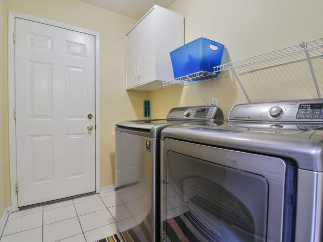 Link at 3355 Equestrian Cres, Mississauga, Ontario. Image 3
