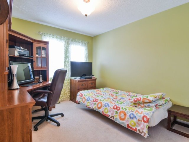 Link at 3355 Equestrian Cres, Mississauga, Ontario. Image 8