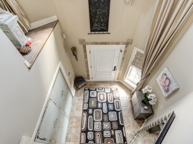 Detached at 36 Strawberry Hill Crt, Caledon, Ontario. Image 14
