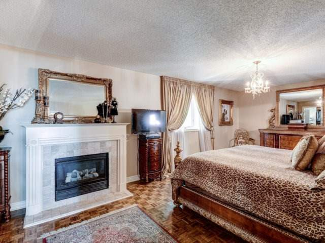 Detached at 36 Strawberry Hill Crt, Caledon, Ontario. Image 3