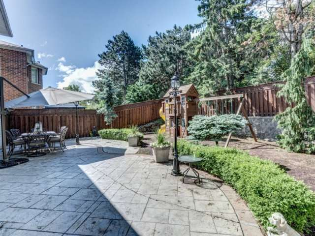Detached at 36 Strawberry Hill Crt, Caledon, Ontario. Image 10
