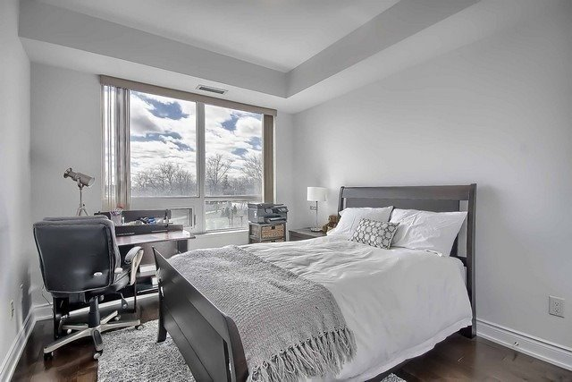 Condo Apartment at 3500 Lakeshore Rd W, Unit 221, Oakville, Ontario. Image 3