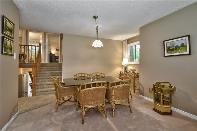 Detached at 1199 Oxford Ave, Oakville, Ontario. Image 17