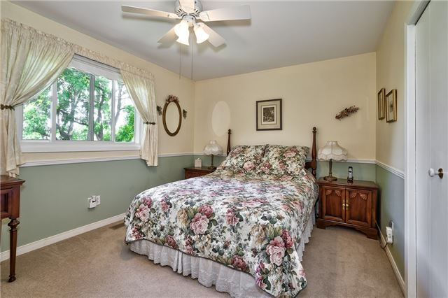 Detached at 1199 Oxford Ave, Oakville, Ontario. Image 3